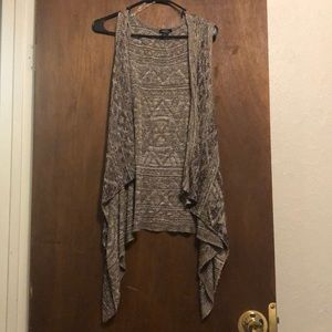 Rue 21 Sleeveless Cardigan